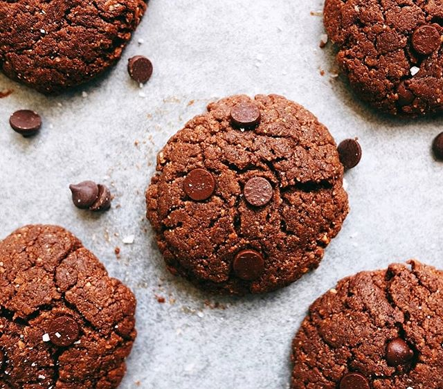 Whenever we're looking for an easy treat we always go for cookies - which is way we have every kind of cookie recipe on our site 😝 These are our double chocolate cookies which will give you an energy boost, are full healthy fats and antioxidants. And most importantly they're delicious 😉 /link in bio/