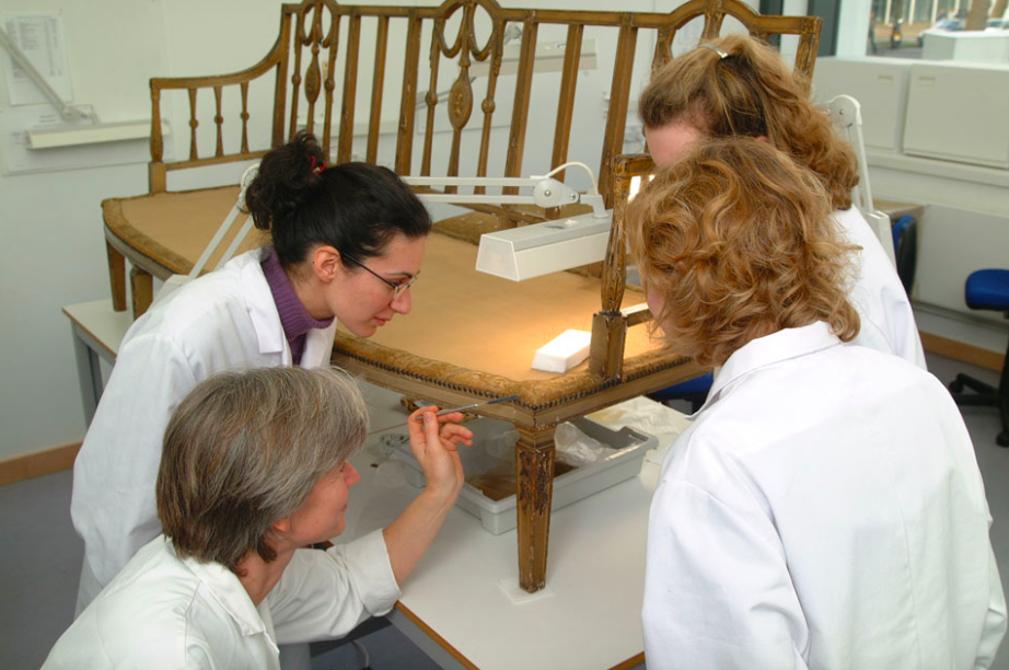 Teaching Upholstery Conservation to final year students on the TCC MA Textile Conservation Specialism Unit