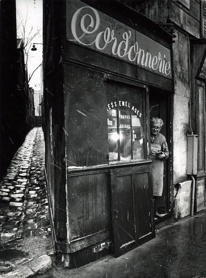 12121:22 Le cordonnier de la rue Pixérécourt, 1974 .jpg