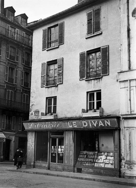 V30B Le Divan rue de l'Abbaye hiver 1940 .jpg