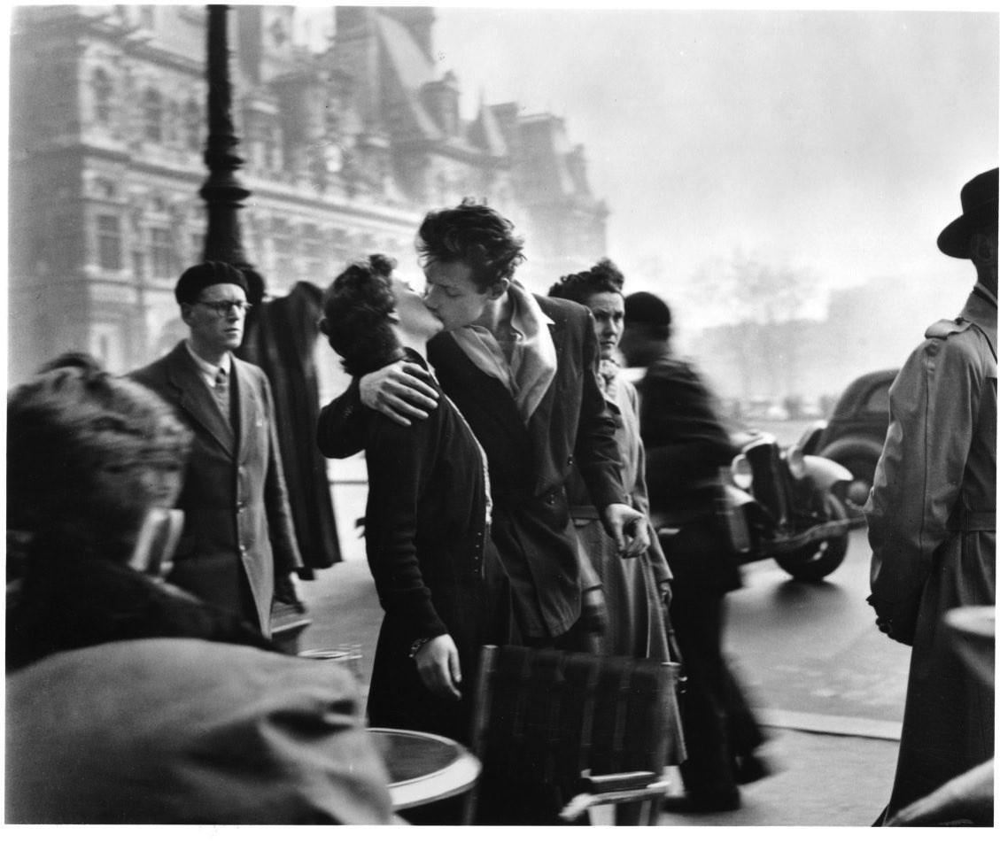 21039 Le Baiser de l'Hôtel de ville 1950.jpg