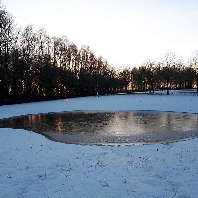 De avond valt @donsenflanel #ijslaagje#natuurwonder#genieten#bijzonderestreek#