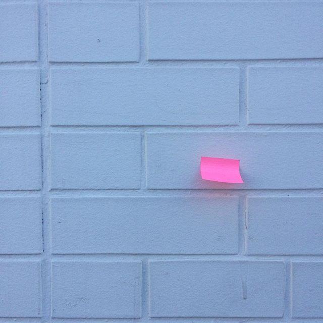 ✉️💕✉️ . . . . . #neonnotes #postitnote #brickbybrick #lovenotes #leavemeanote