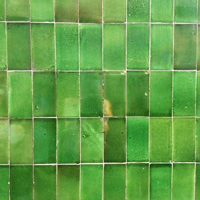 . . . . . #wishihadagreenthumb #emerald #green #tiles #texture #colour #repeat