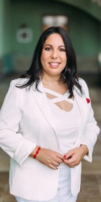 Lisbet Fernandez-Vina Co-Founder, Vice-President