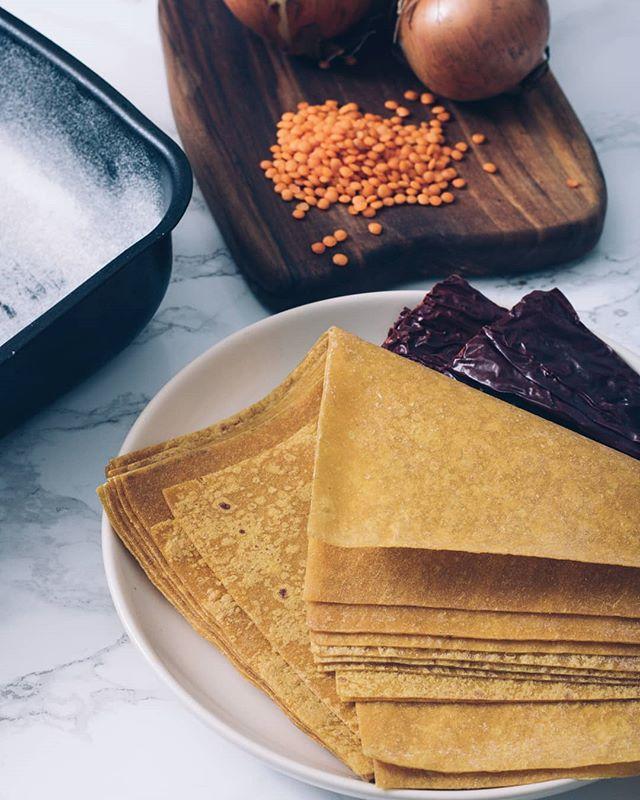 • Da li ste čuli za kore za lazanje sa kurkumom? E pa i toga ima kod @zrno_ra! A kod nas na blogu možete pročitati nešto više o tome. 😊 • . . . #zrnora #korezalazanje #lazanje #kore #rucnirad #rucnaizrada #kurkuma #curcuma #lasagna #rucnoradjenekore #domacekore #domace #domaciproizvod #homemade #kuvanje #recepti #kuvamososmehom