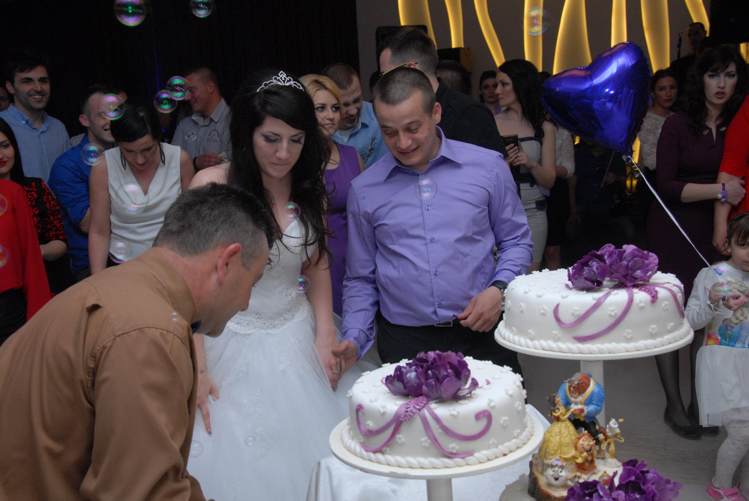 02.04.2016. <3 Oprostite našem fotografu što je ovo jedina normalna slika na kojoj se vidi torta.