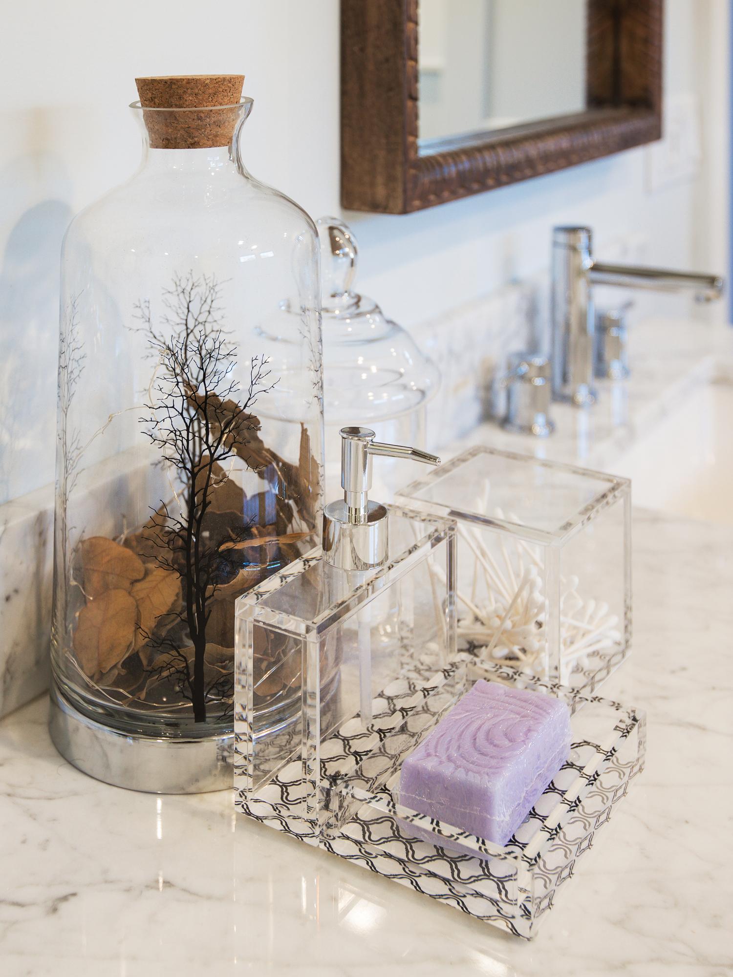 interior designer sun valenta bathroom decor.jpg