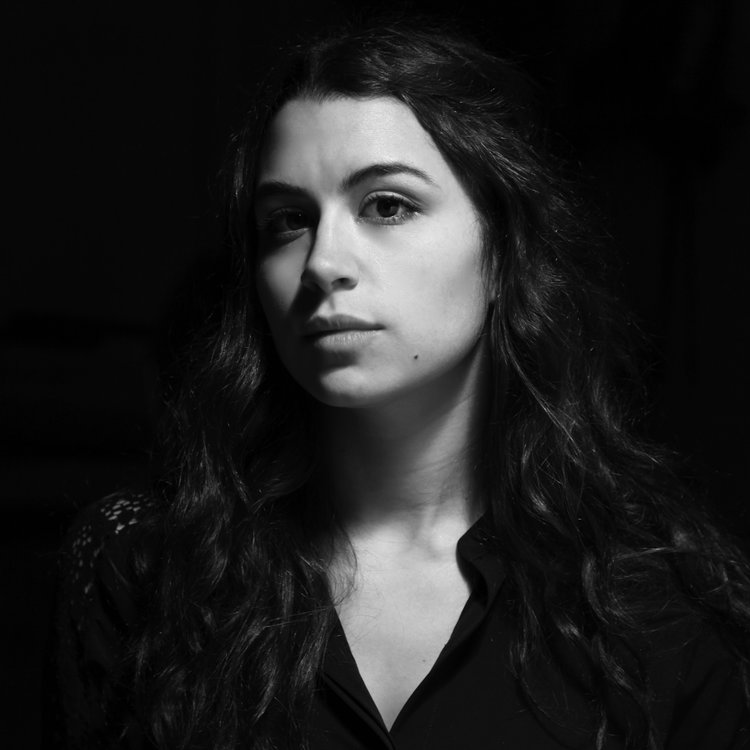 Kellie-Pereira-Bio-Portrait-Pic-5a.jpg