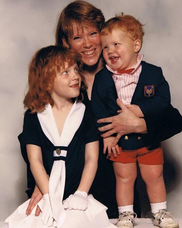 No knees, no problem on a Happy Mother's Day! My Mom doesn't have Instagram. I think I have to call her. Shit. . . . . #mothersday #mothersday2019 #tbt