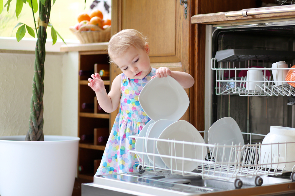 little-girl-doing-the-dishes-in-dishwasher.jpg