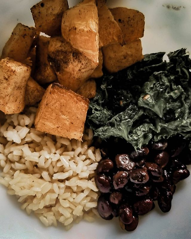 Less meat, more plants. Now you know this girl loves a good burger but I've recommitted to perfecting my little bowls and eating more plantbased. Its just works best for my body and my health. Today's mealprep:  Cinnamon roasted butternut squash Sauteed garlic kale Black beans Brown rice.  Whats your favorite lunch or dinner bowl? . . . #butternutsquash #nutrition #organic #veganfoodshare #kale #onthetable #foodie #instafood #food #foodpic #plantbased #fitfood #LetsCookVegan #buzzfeast #gloobyfood #beautifulcuisines #veganfoodspot #f52grams #huffposttaste #lovefood #veganrecipe #vegan #foodgawker #foodblog #glutenfreevegan #veganworldshare #eeeeeats #veganblogger #thecookfeed