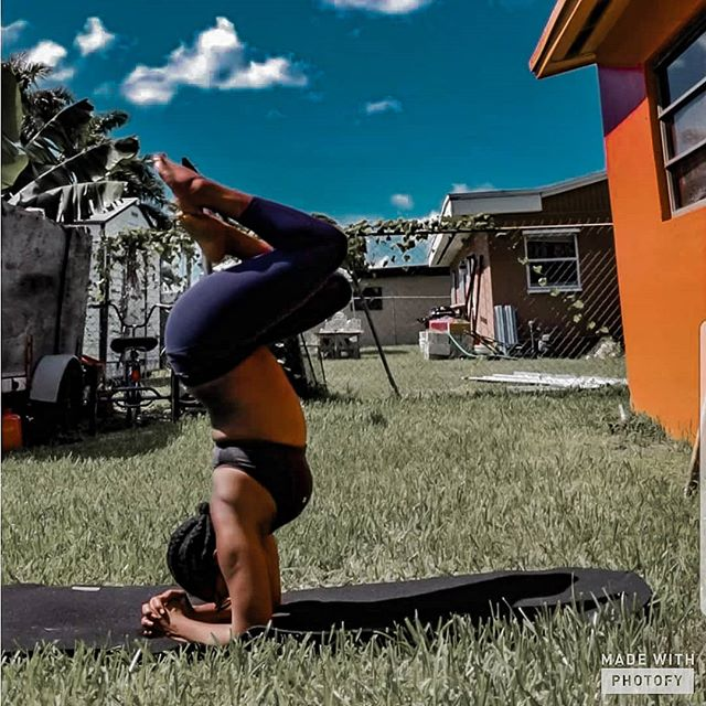 One of my favorite yoga pics, because I was pregnant at this very moment, didn't know it and was wondering why my balance was off. But I also trusted my body and was fearless in my attempt to remain strong.  Exercise no matter what form is amazing and can certainly help you improve mentally. Check out my new blog post where @herholisticfitness talks about exercise and mental health! . . . . #yogalife #yogastrong #igyogafam #igyoga  #yogaeverydamnday #yogaismagic #yogapose #yogaofcolor #yogalove #yoga #namaste #melanin #yogaeverywhere #yogi #yogagirl #balance #igyoga #peace #health #yogapractice #goodvibes #blackgirlyoga #breathe #positivevibes #bubuyoga #blackgirlswhoblog #colorsofyoga #sustainable #gokissthesky #ecofriendly