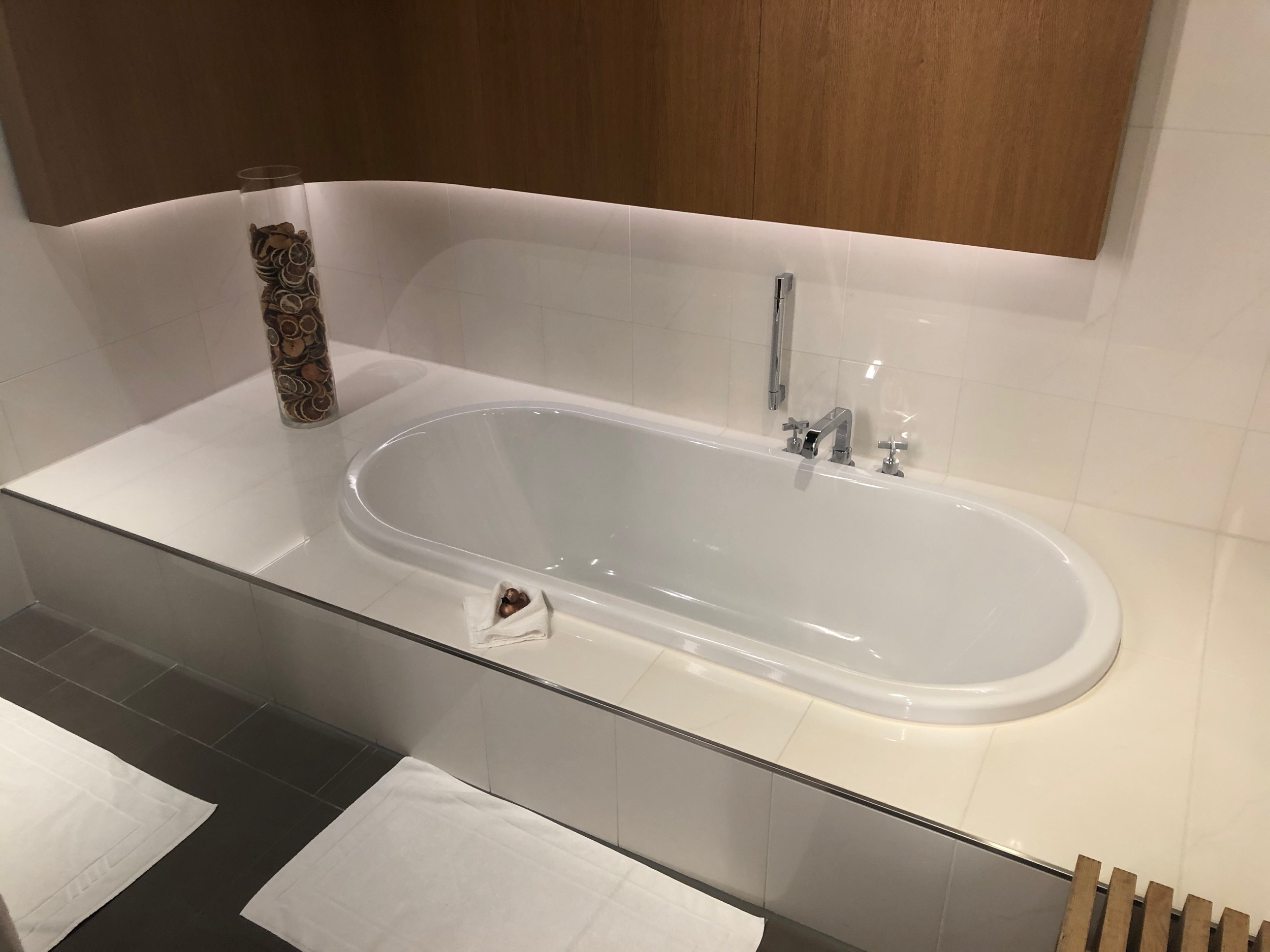 Lufthansa First Class Lounge Munich Bathtub