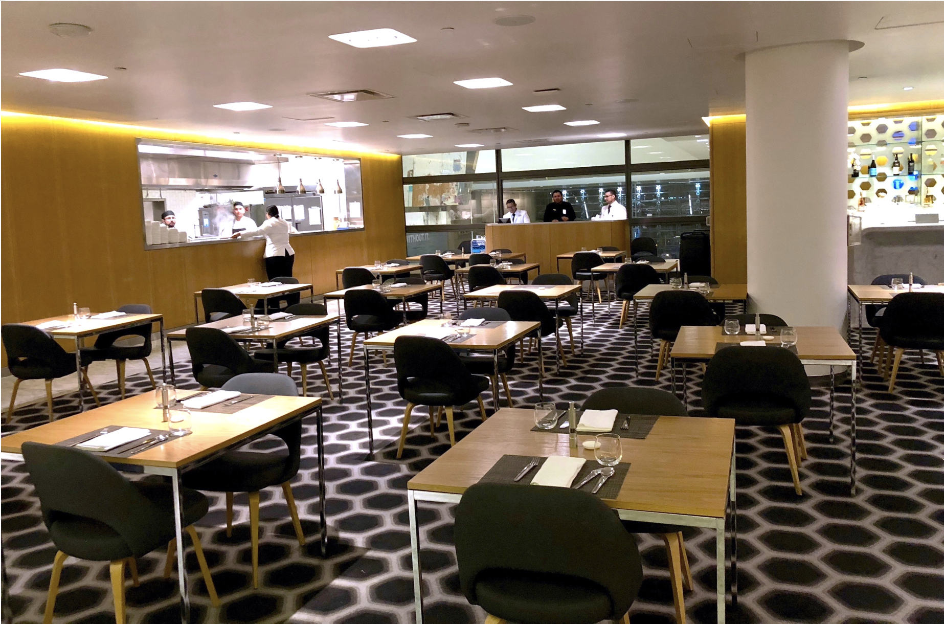 Qantas First Class Lounge -dining area