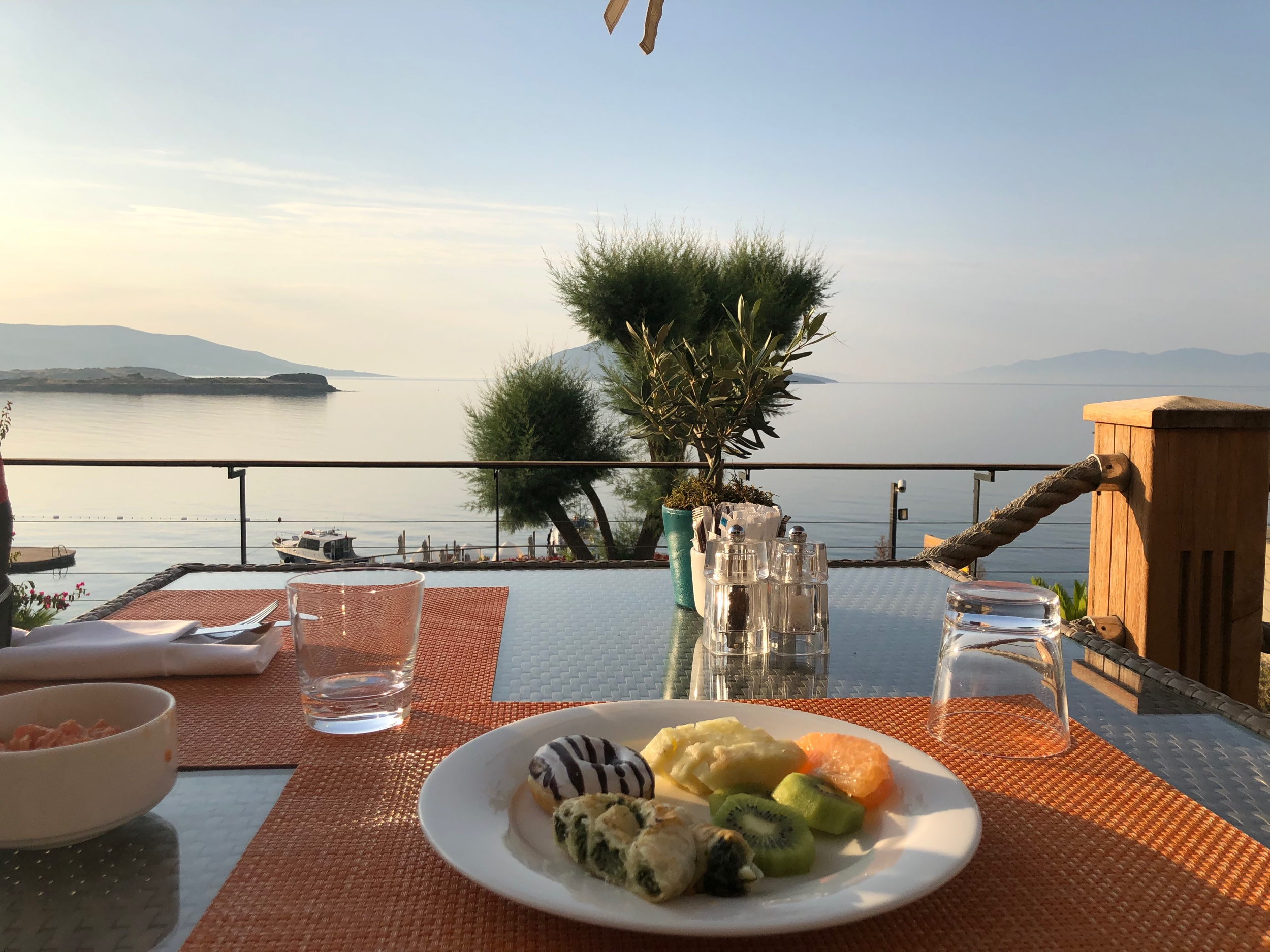 Caresse, a Luxury Collection Resort & Spa - Breakfast