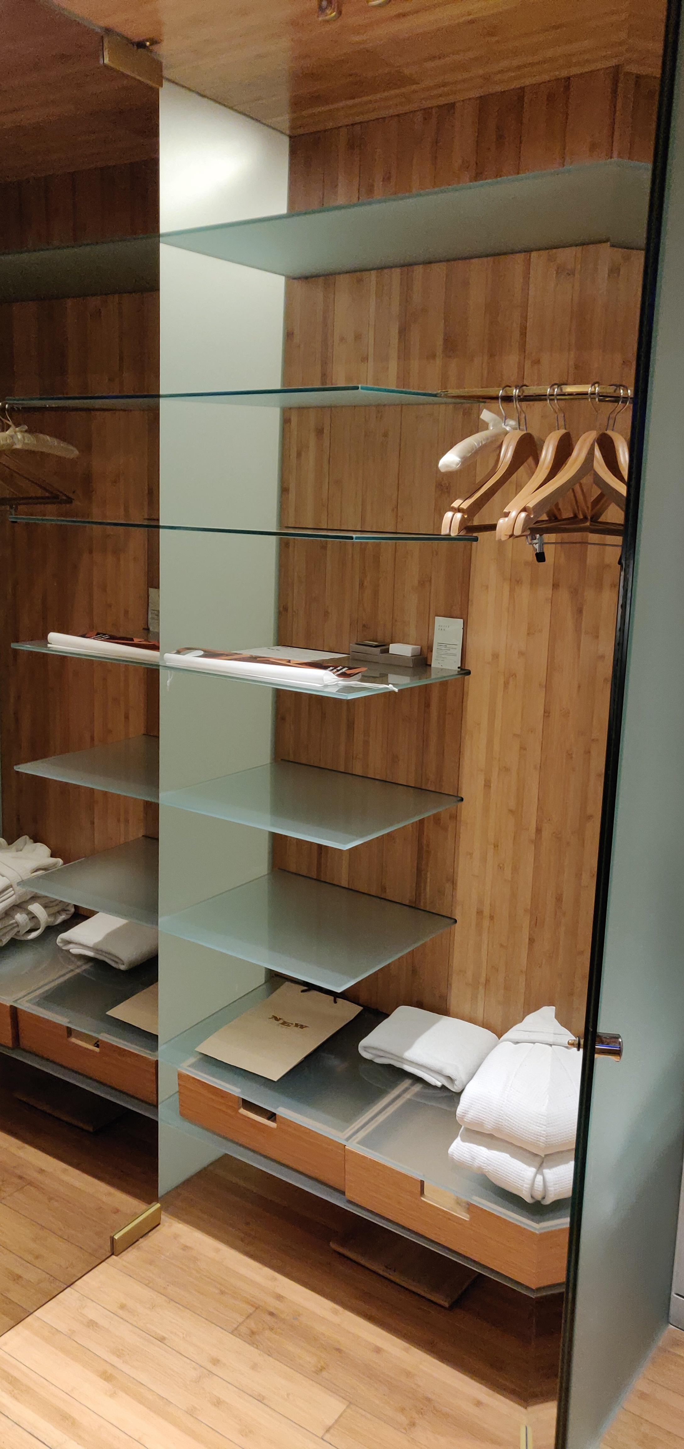 NEW Hotel, Athens - Cabinet