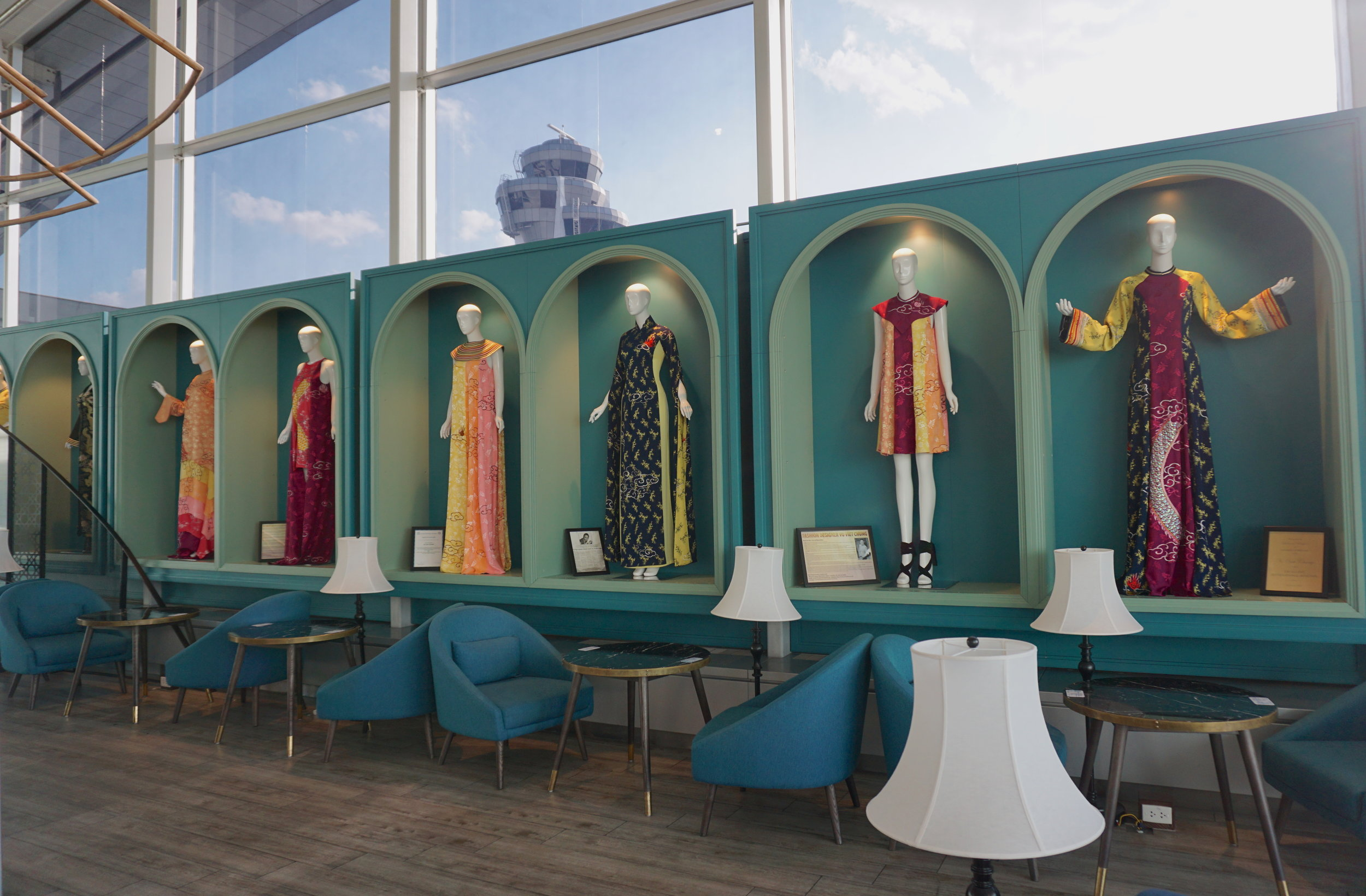 Gallery of Vietnamese traditional dresses- an impressive touch to the lounge