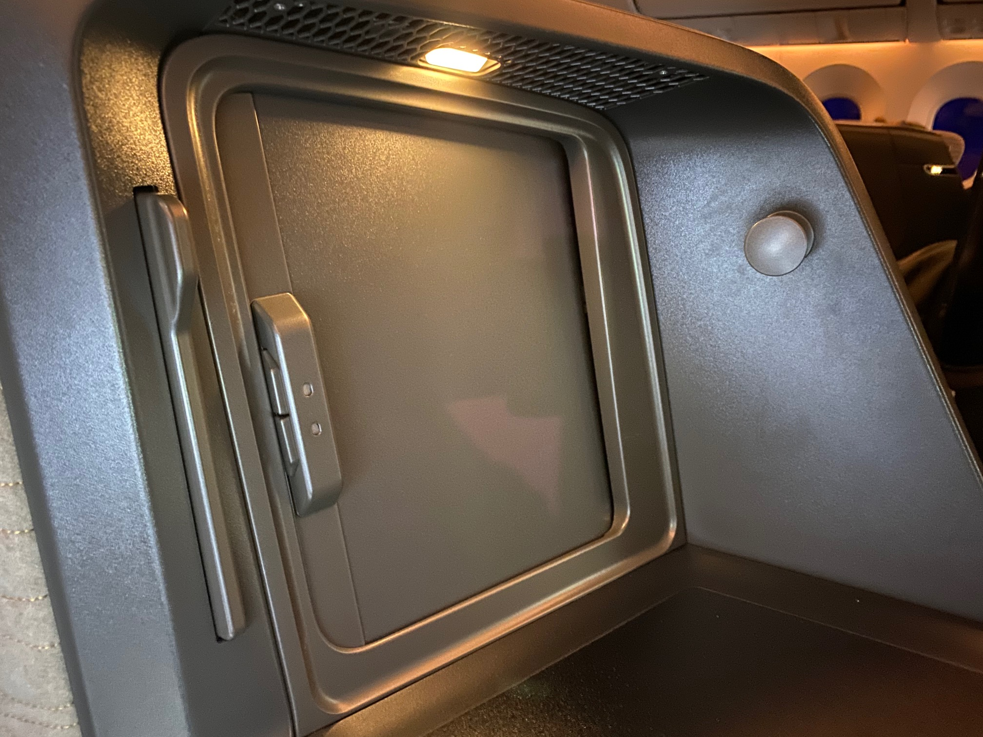 Turkish Airlines 787-9 Business Class Seat Storage Space