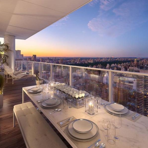 或在露台上晚餐,欣赏中央公园和上东区的美景