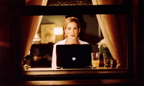 Carrie常常坐在Townhouse窗前夜里给Vogue时尚杂志写专栏