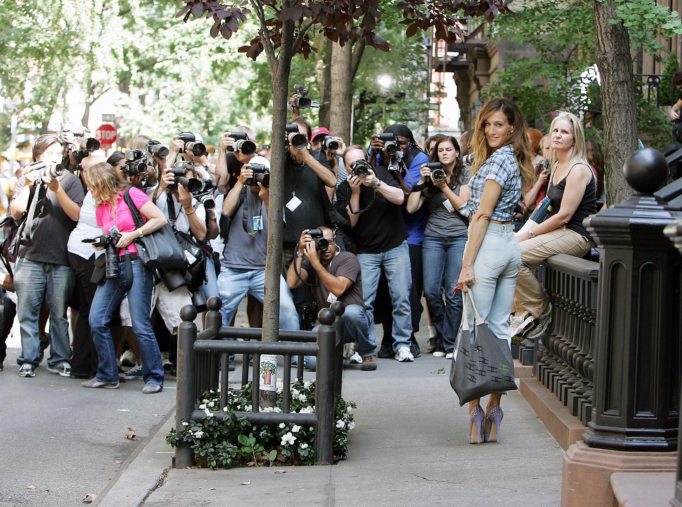 《欲望都市》剧中拍摄的64 Perry Street的Townhouse在2012年以$985万美金的成交价卖给了一位匿名的买家。