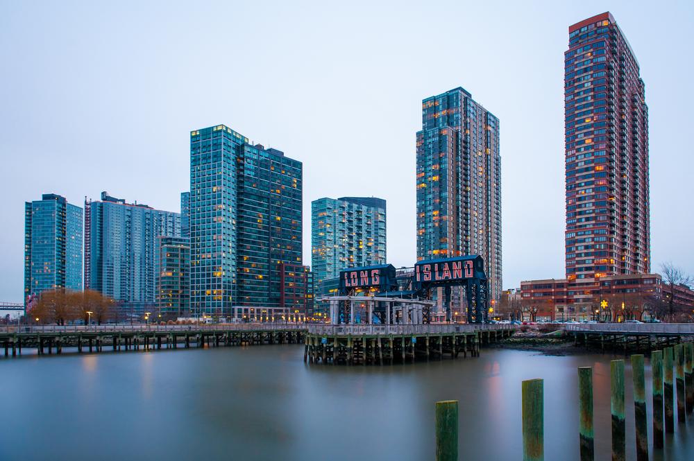 长岛城靠近东河边的豪华公寓群