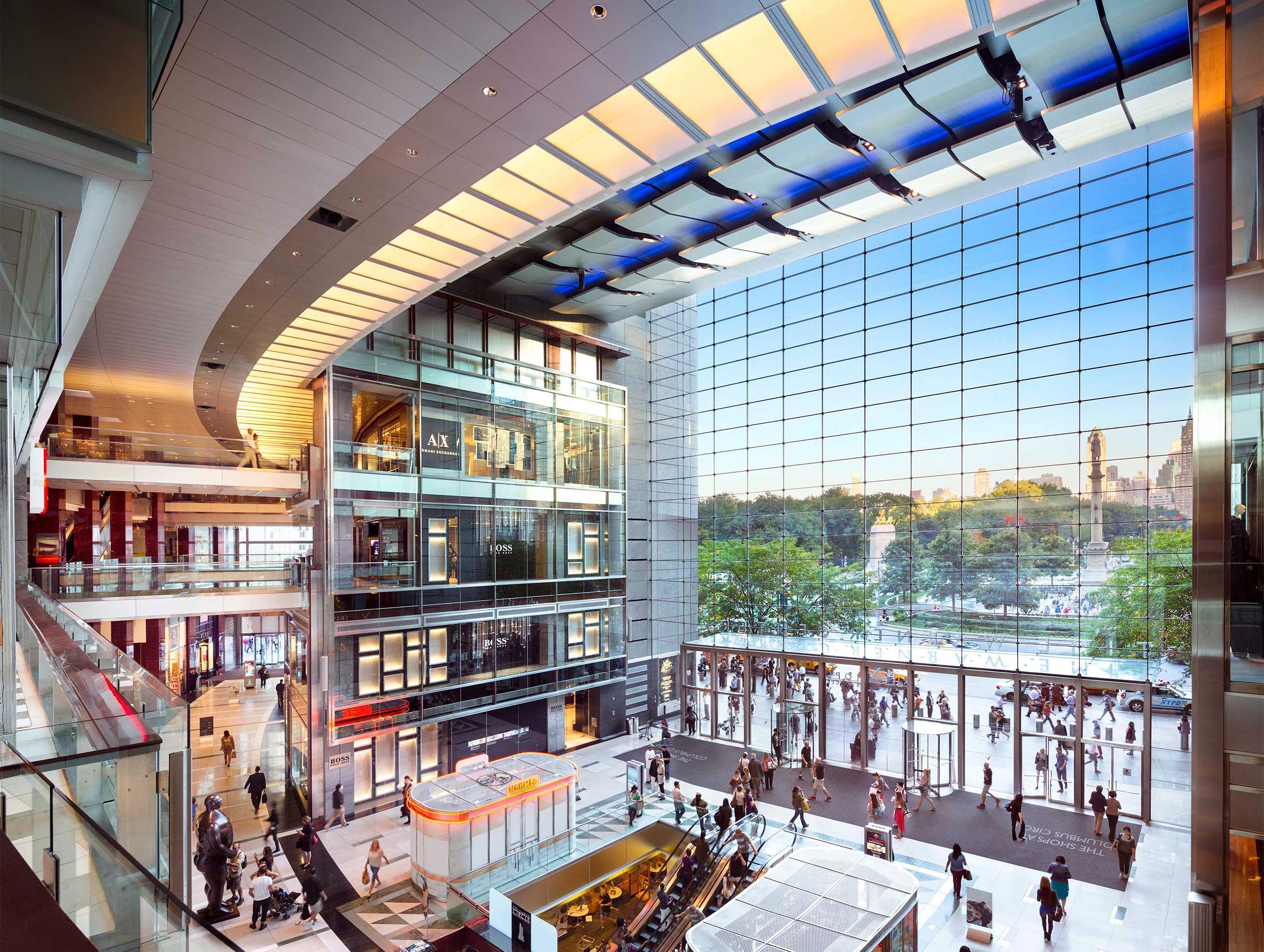 时代华纳中心的购物商场 The Shops at Columbus Circle 购物商场内部,紧邻中央公园。