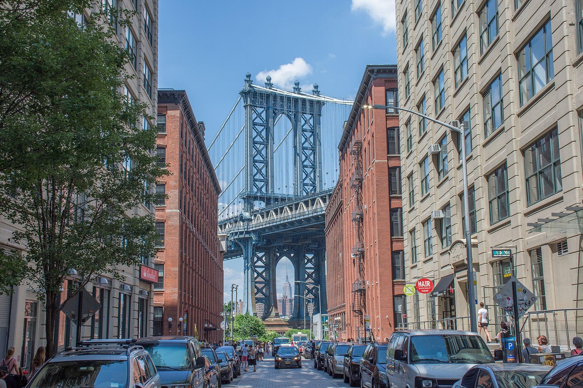 跟Long Island City地理位置和历史背景很相似的布鲁克林DUMBO,已经涨到跟曼哈顿平起平坐,过去两年都是纽约市房地产第5贵的社区。
