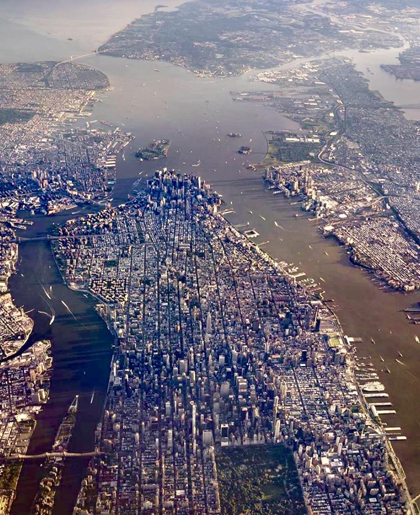 纽约市曼哈顿,图的最上方部分是哈德逊河入海