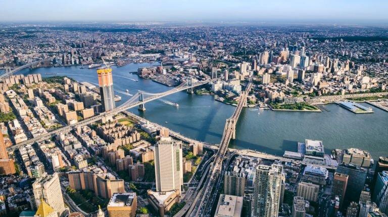 鸟瞰下东区,河对面是布鲁克林