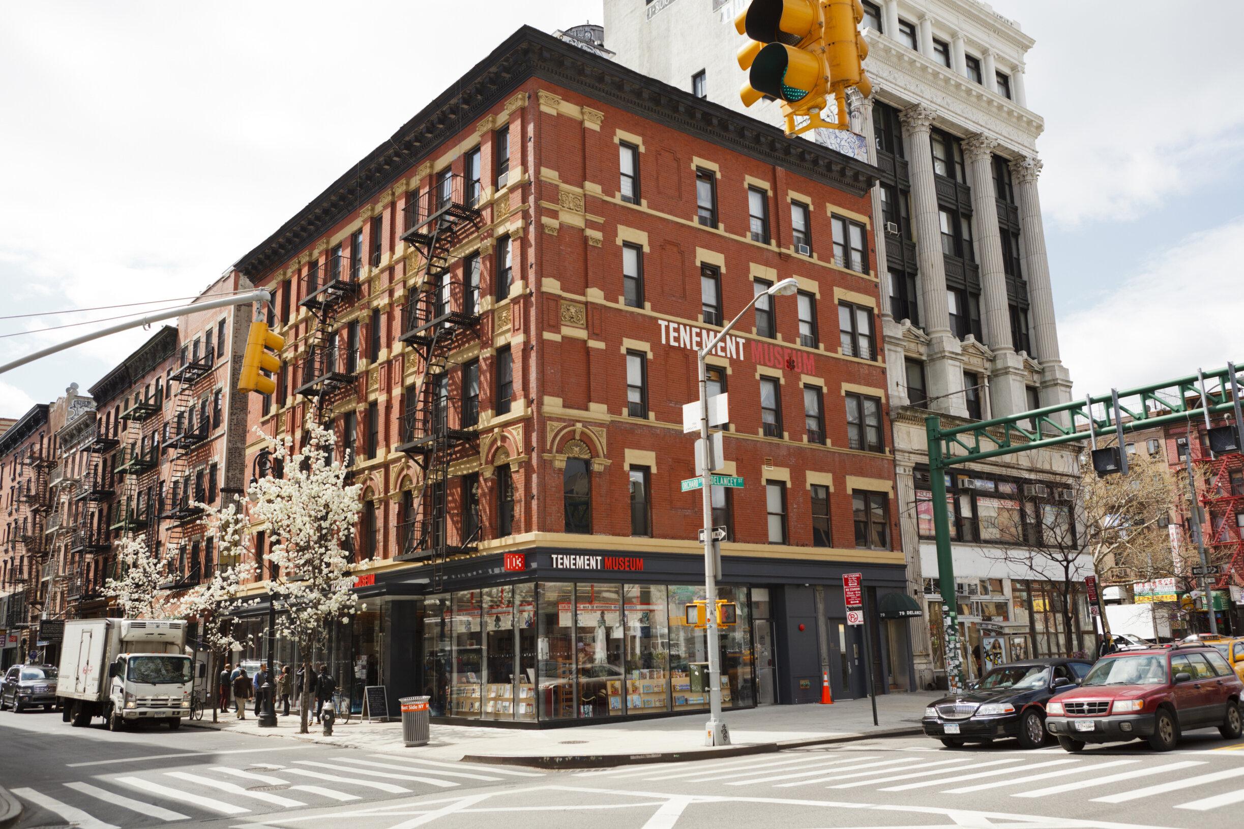位于下东区103 Orchard Street的Tenement Museum (房屋博物馆),对下东区移民历史感兴趣的朋友一定要看一看。