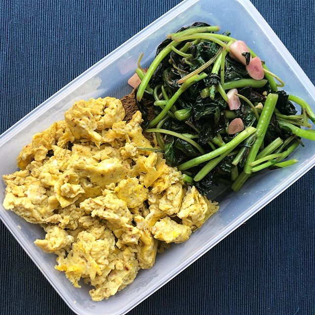 Today's meal prep was super simple.  And simple is good. When life gets hectic, having a few simple ingredients in your kitchen will always save the day. This is spicy scrambled eggs, flaxseed wholemeal toast and sautéed purple spinach with garlic. #mealprep #easymealprep #mealplanning #getripped #foodisfuel #eatfit #eatforabs #wholesomefood #fitfood #fitfoodie #likeaboss #consistencyiskey #eatrealfood #cleaneating #flexibledieting #iifym #sgfitness #sgfitspo #gymshark #nutritioncoach #healthylifestyle #healthyfood #keepitreal #fitand40 #quickandeasymeals