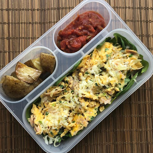 Testing out my new lunchbox by @builtny Today I had all of 10 minutes to whip up a healthy meal. I went with 3 scrambled eggs (ham,spring onion, coriander) with baby spinach, salsa and roasted potato. #mealprep #mealpreplife #eathealthy #eatclean #eatforabs #nutritioncoach #balancedmeals #ifitfitsyourmacros #healthyinahurry #fitfood #fitfoodie #flexibledieting #mealplanning #mealplan #40andfit #consistencyiskey #eatrealfood #eatcleantraindirty #builtny #weightlossjourney