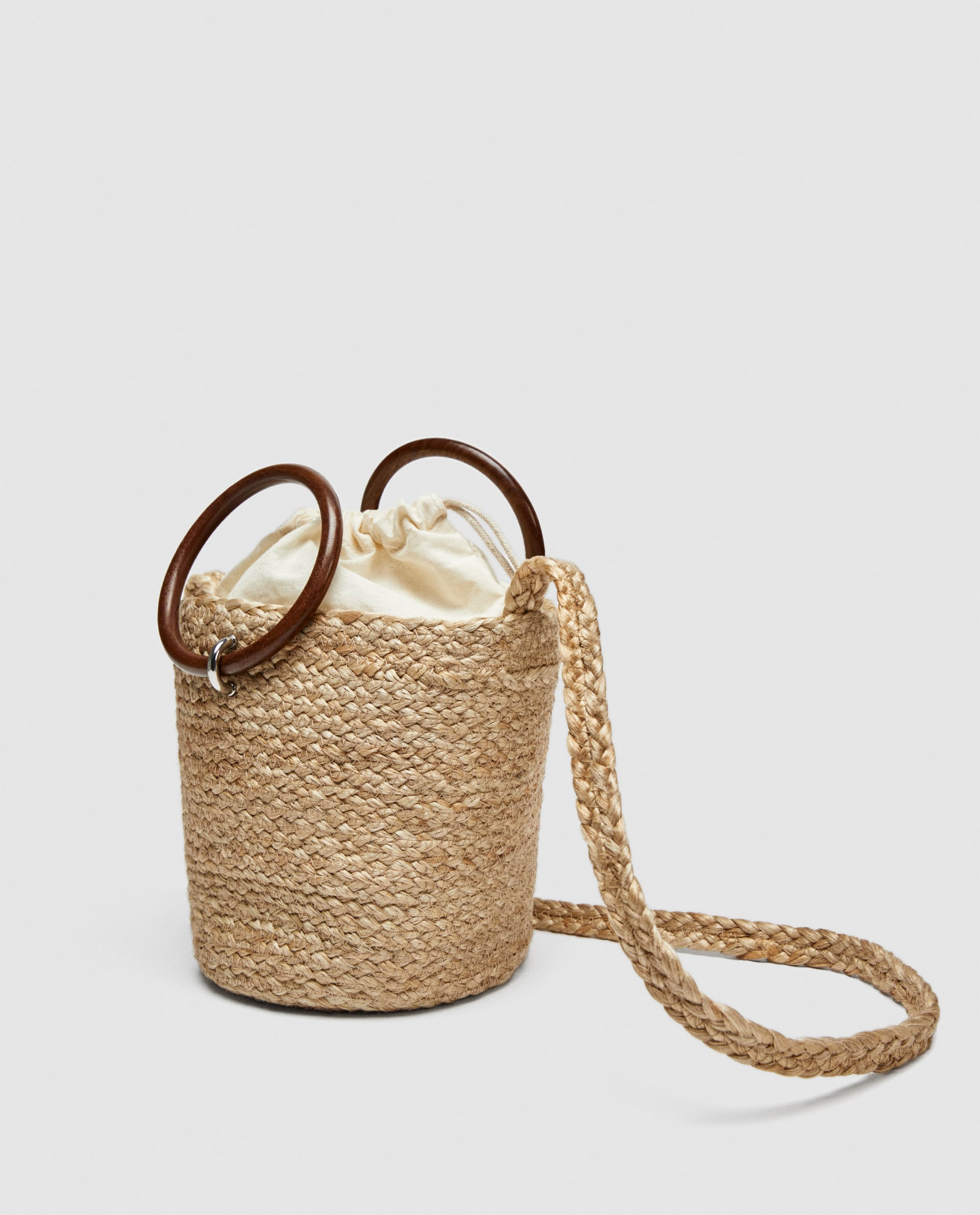 TOTE WITH WOODEN HANDLES