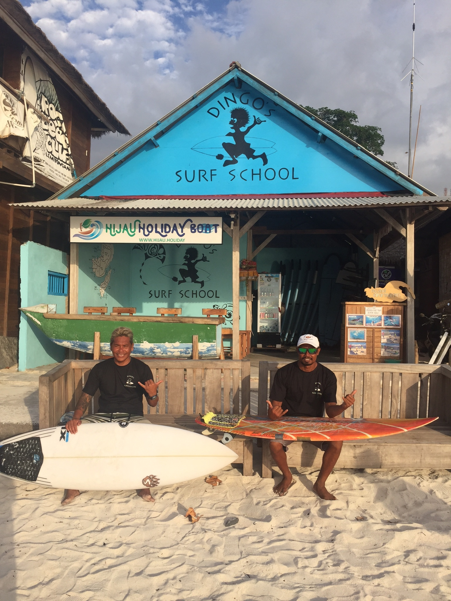 Dingos-surf-school-nusa-lembongan-surfing