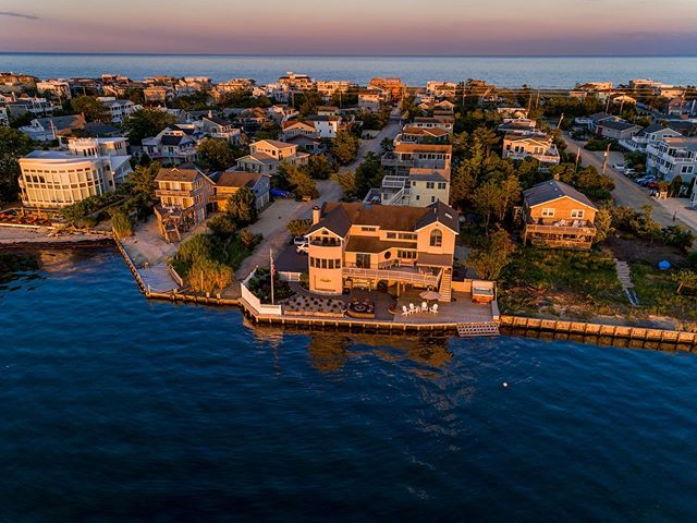 I think twilights are my new favorite way to use the drone. Do you like them? . . . Contact me today to book your next twilight shot! . . . #msparkphoto #twilightphotography #twilightdrone #realestatephotography #luxurywaterfront #luxuryphotos #housesforsaleonLBI #lbirealestate #stonehengerealty #longbeachtownship #bestofthebest #loveladies