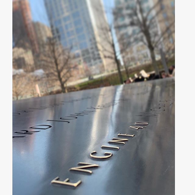 Today we remember the thousands of people who lost their lives on this date 18 years ago. 343 firefighters, 10 Paramedics/EMTs, 60 Police officers, and the thousands of others. #NeverForget 🇺🇸 pc: @shianne_01