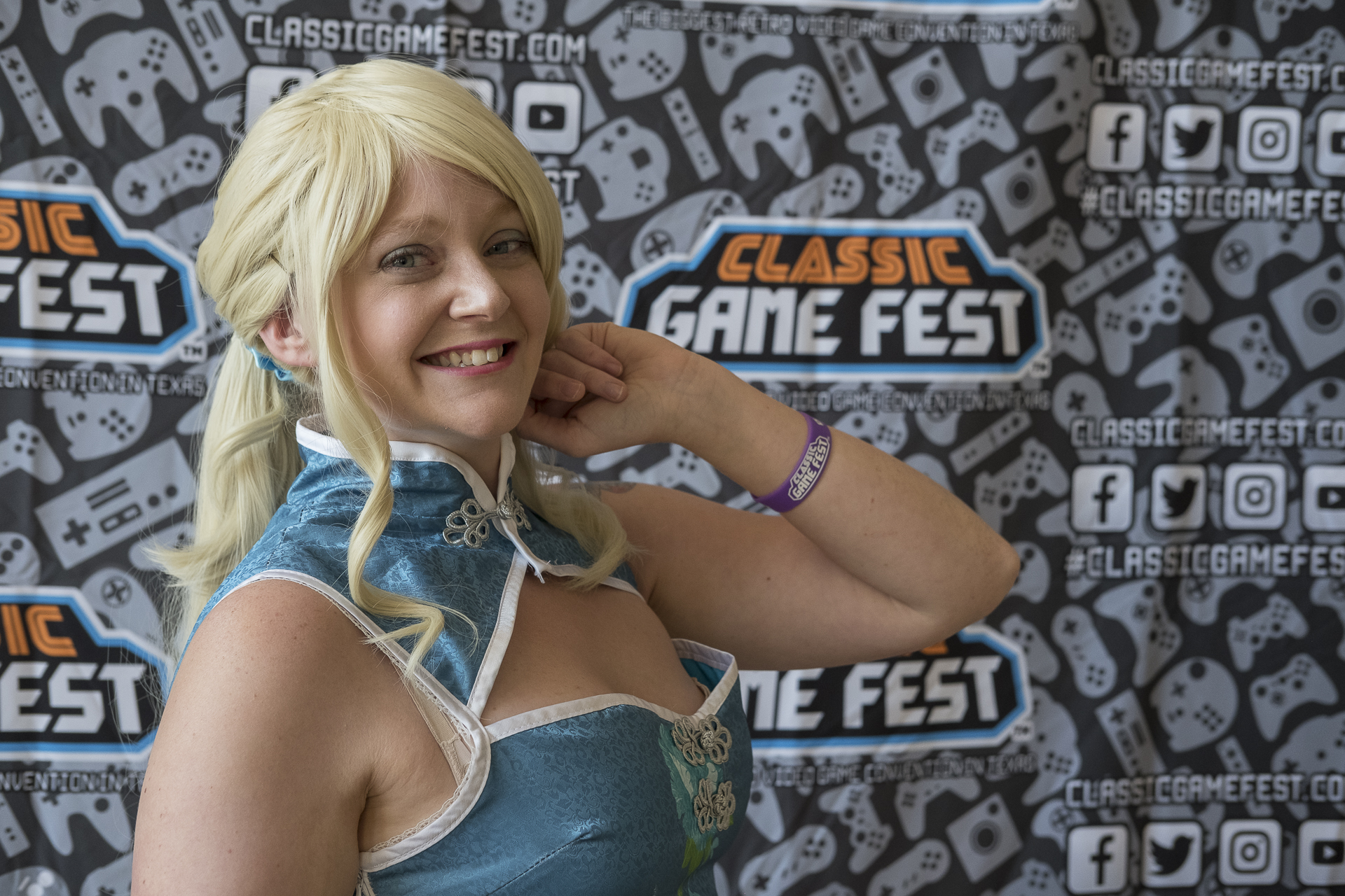 Allybelle Cosplay in Eli Ayase cosplay at Classic Game Fest