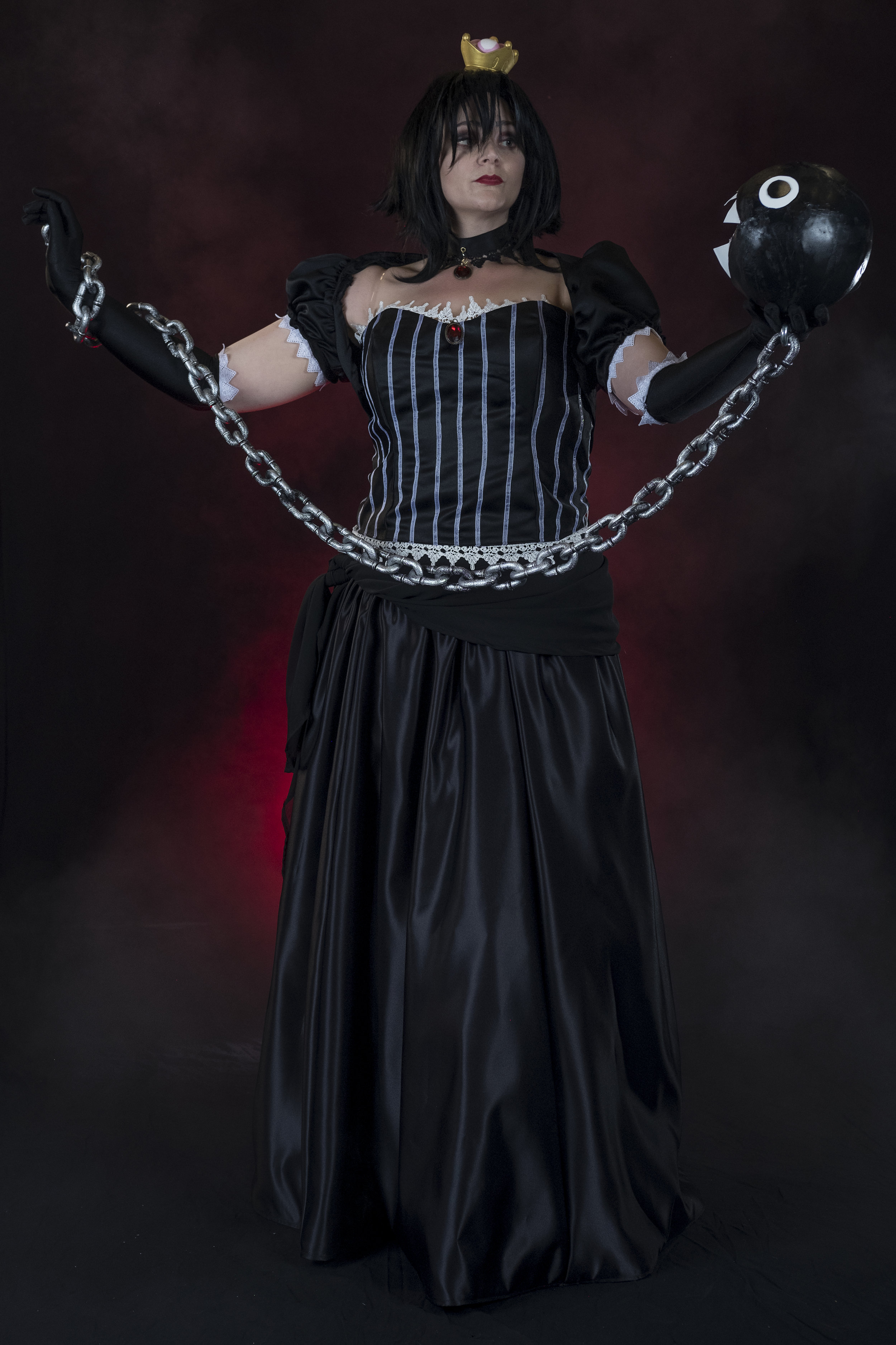 Allybelle Cosplay cosplaying as Ann4rt's Chompette posing with a Chain Chomp