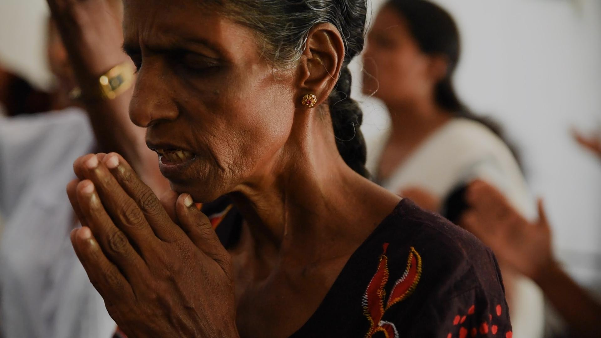 SriLankanLadyPraying.jpg
