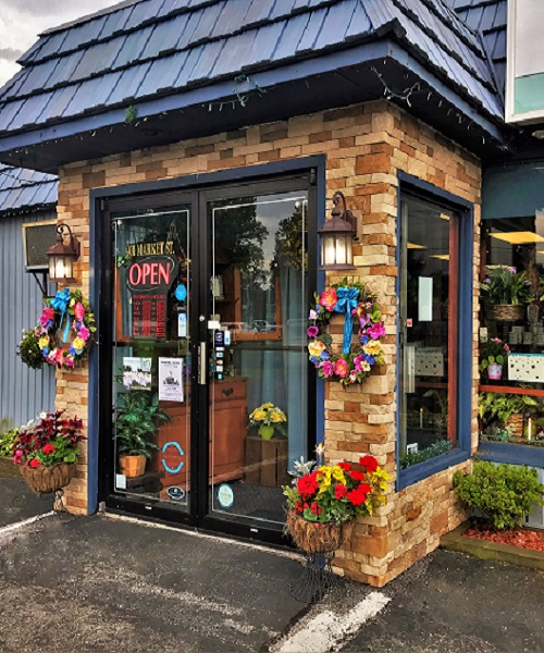 Gracis_Store_Front - Lindsay H.JPG