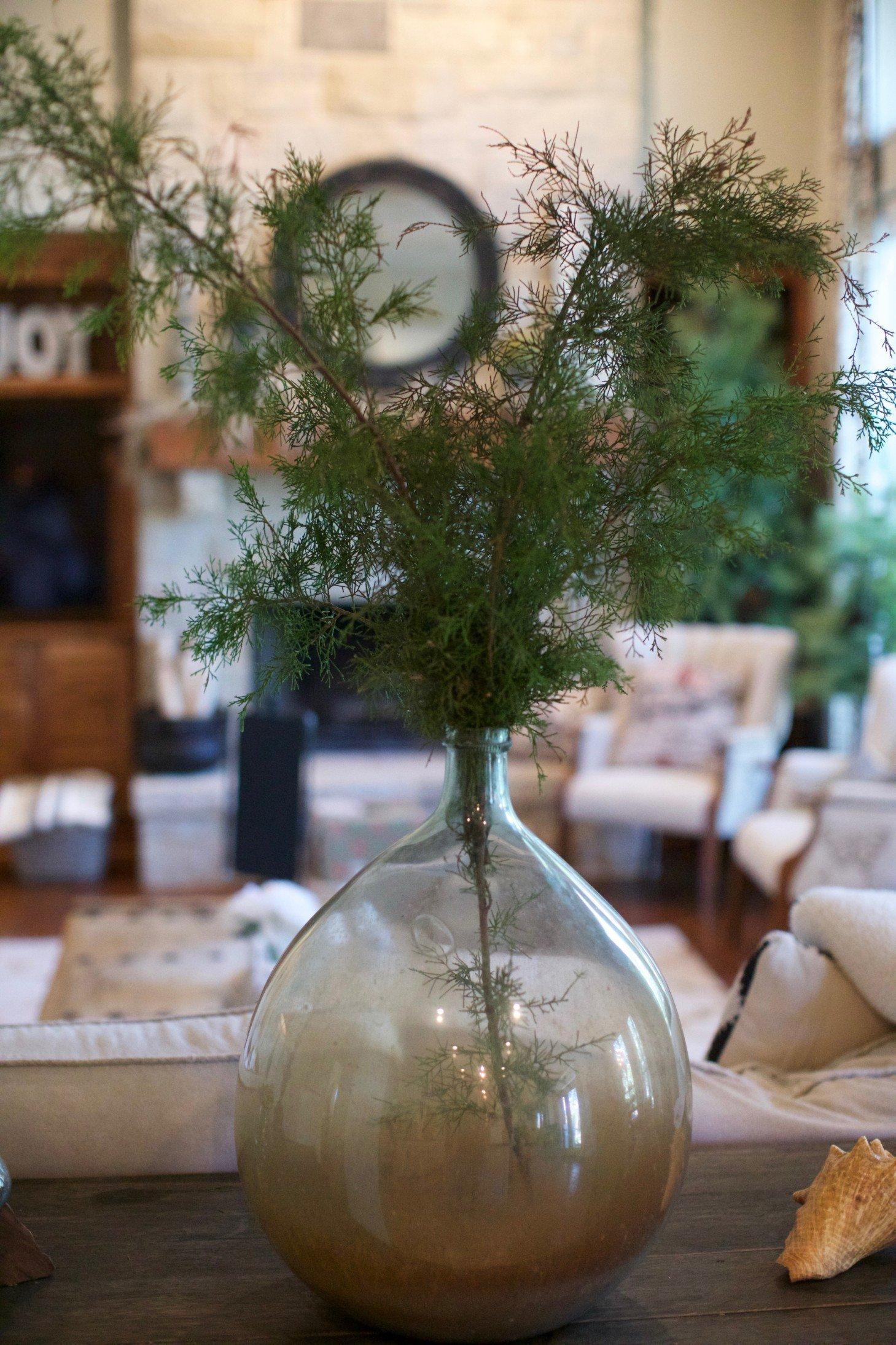 Simple_Farmhouse_Holiday_Decor_8.jpg