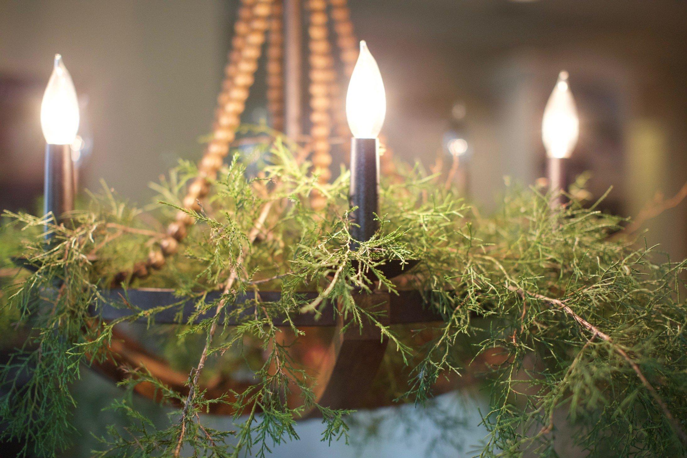Simple_Farmhouse_Holiday_Decor_11.jpg