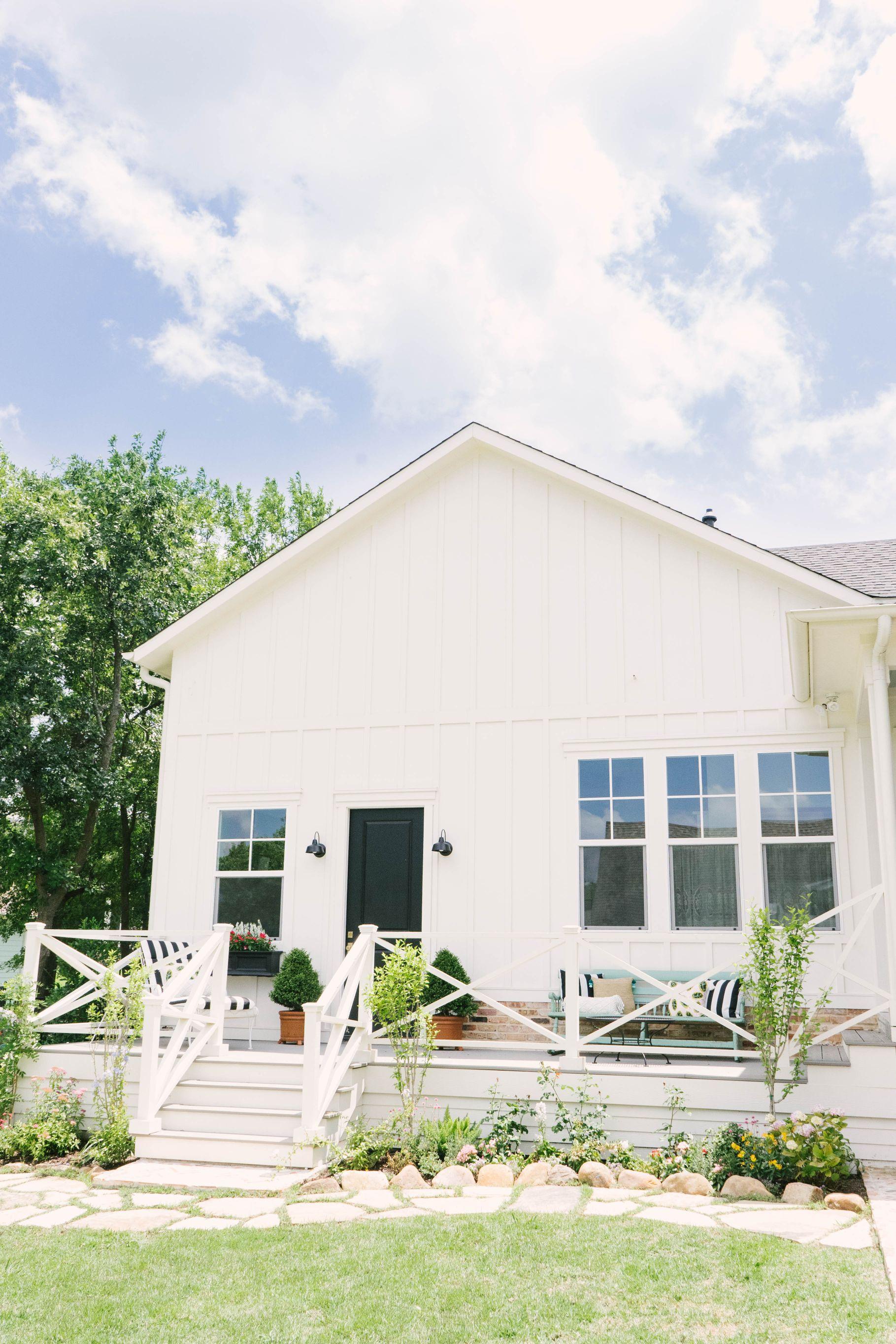 Classic Farmhouse Home Tour - Modern Farmhouse Exterior - Sherwin Williams Dover White