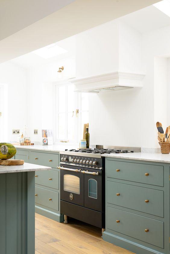 green-kitchen-cabinets-5-deVOL-Kitchens.jpg