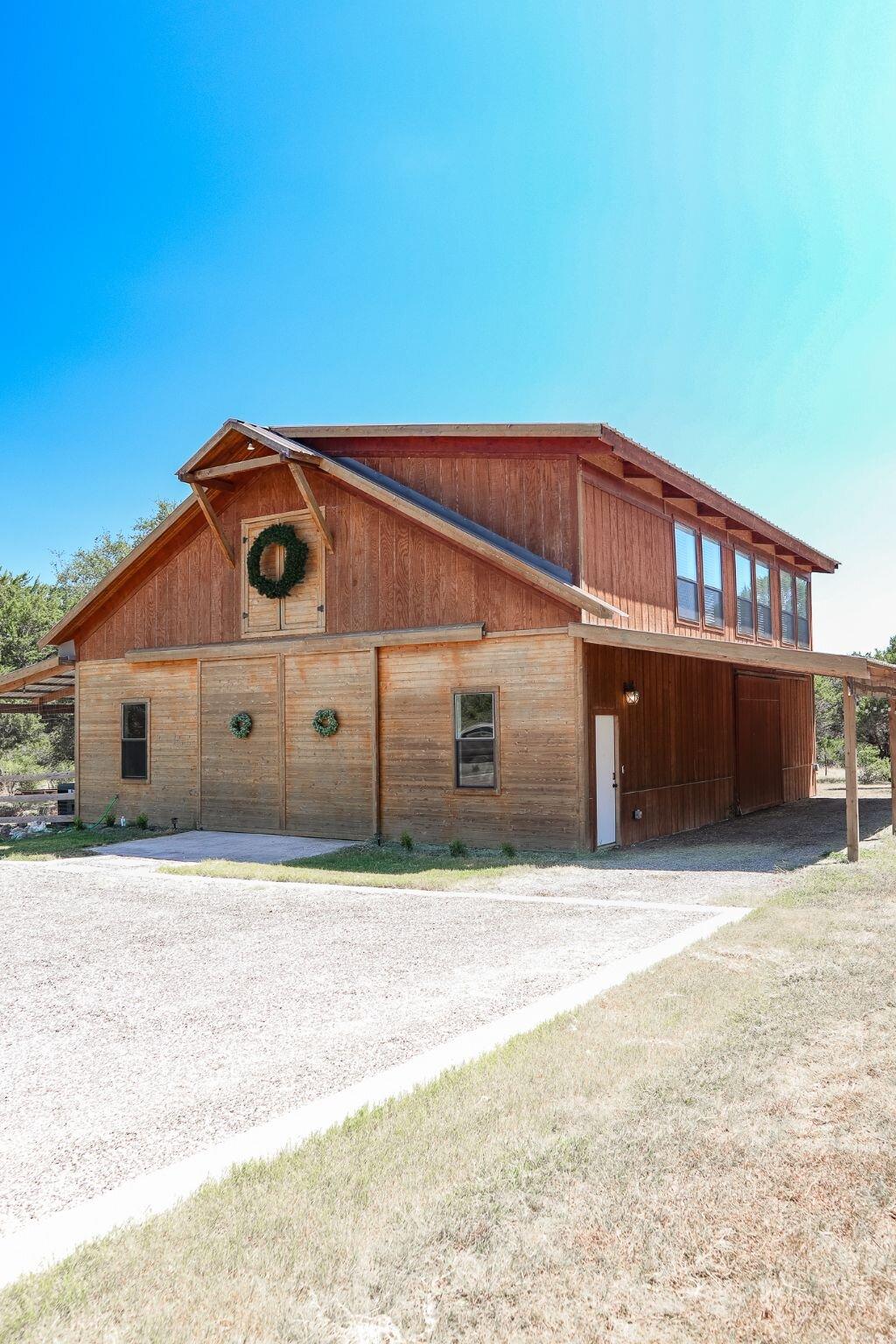 New Build Modern farm Home Tour with Holly Christian Hayes 13.jpg