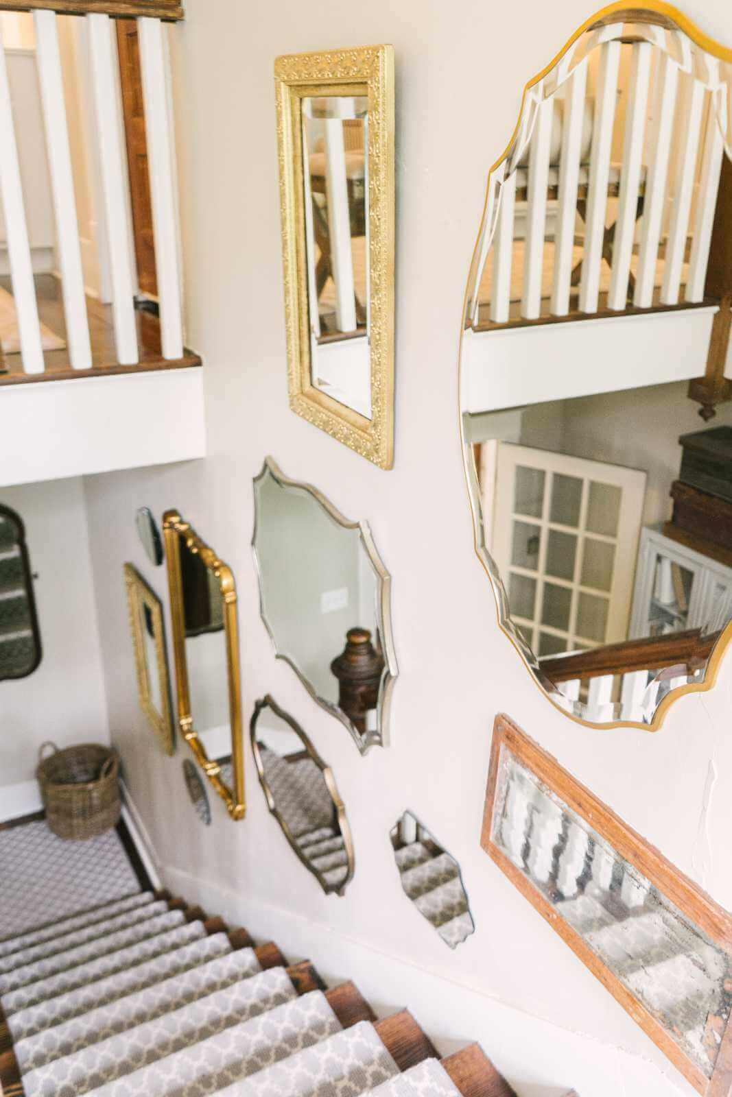 Thistlewood Farms Home Tour-有110年历史的优雅风格农舍-入口通道镜子墙2.jpg