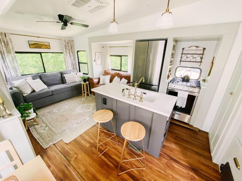 具有农舍风格的翻新房车-Tabitha Paige Fox Hollow Farmhouse Living 3.jpg万博赞助意大利甲级联赛