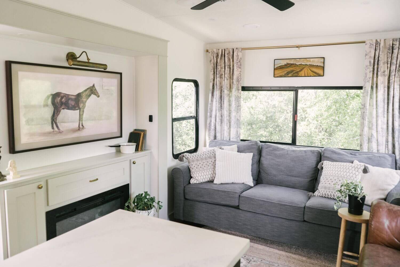 具有农舍风格的翻新房车-Tabitha Paige Fox Hollow Farmhouse Living 61.jpg万博赞助意大利甲级联赛